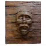 Деревянная панель с лицом